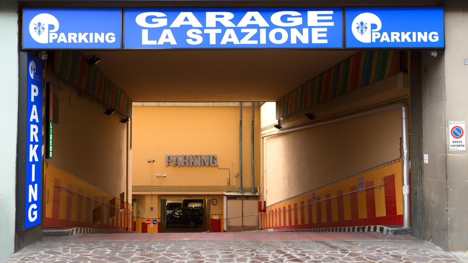 Parcheggio per la stazione di firenze santa maria novella - Ingresso garage ...
