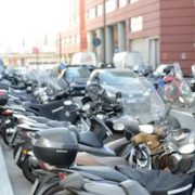 Parcheggiare moto e motorini nel centro di Firenze