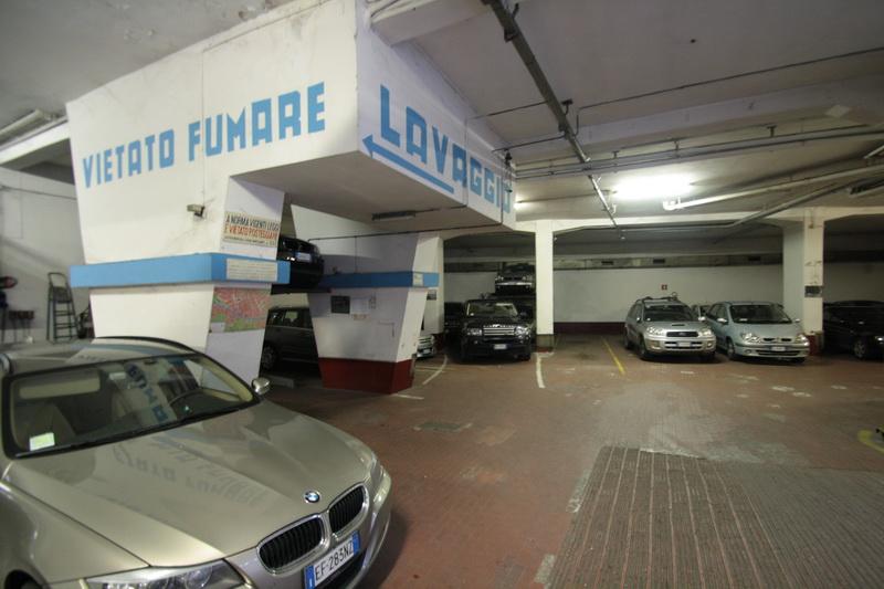 Garage Verdi vista dall'interno del parcheggio - Florence Parking