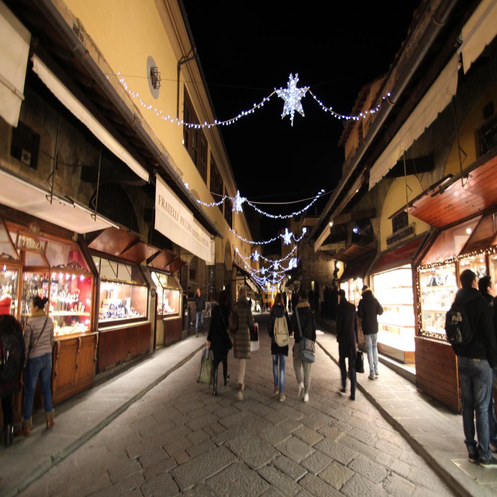Ponte Vecchio a Firenze addobbato per Natale