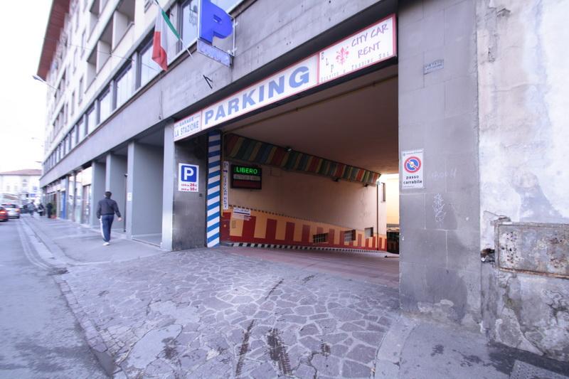 Parcheggiare vicino alla stazione zona Santa Maria Novella