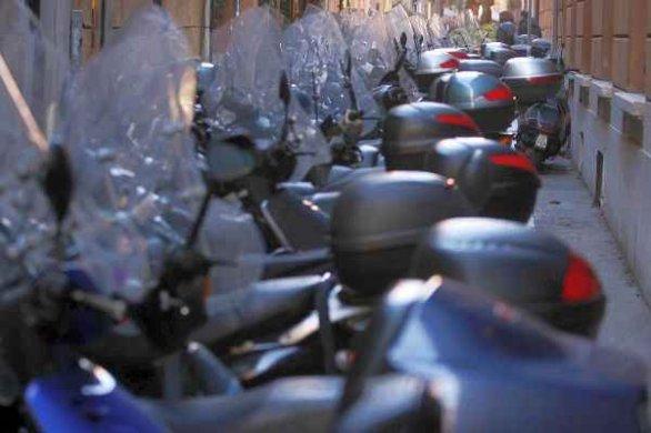 Parcheggio motorini e scooter a Firenze