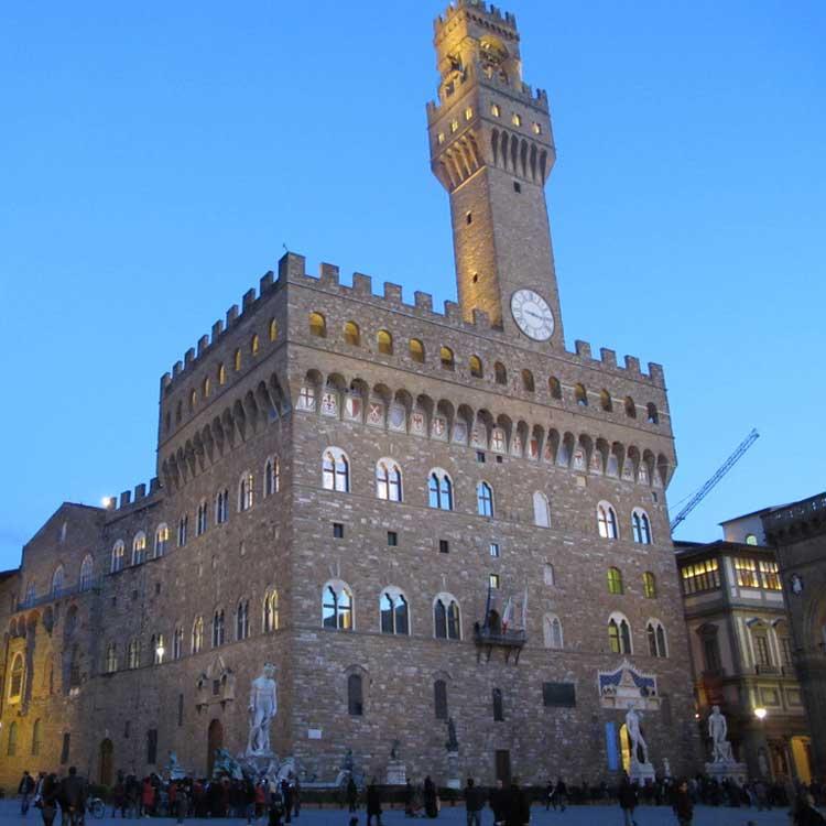 Parcheggiare vicino a Palazzo Vecchio a Firenze
