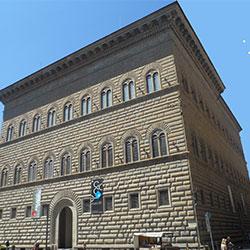 Parcheggiare vicino a Palazzo Strozzi